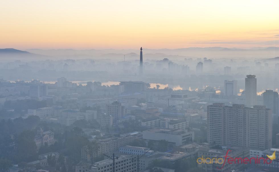 Pyongyang bajo la niebla