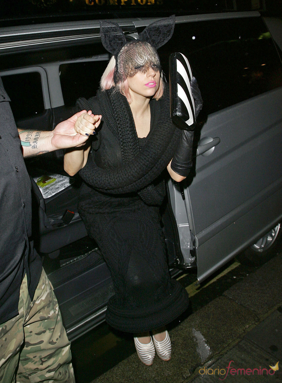 Lady Gaga: velo con orejitas Playboy