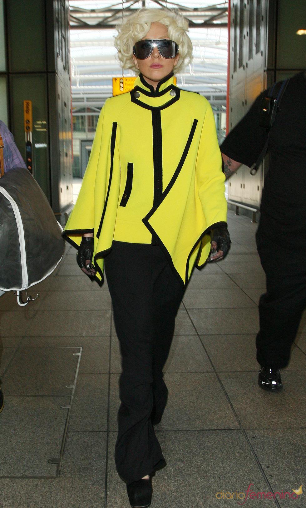 Lady Gaga: chaqueta amarilla