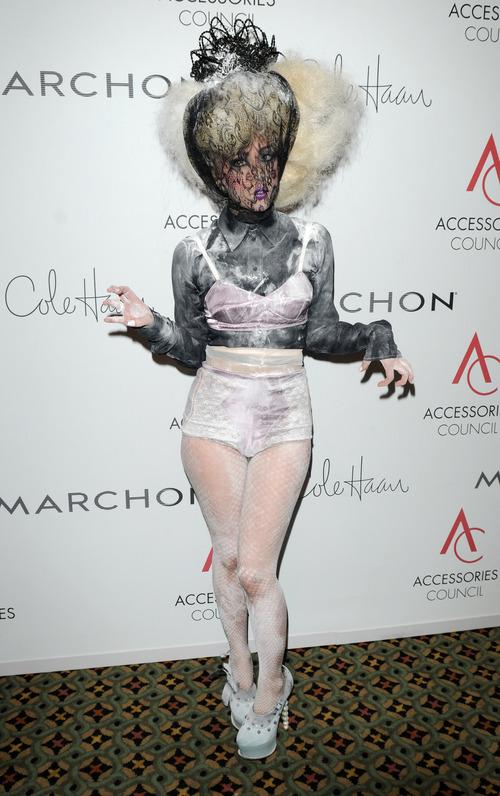 Lady Gaga: cara cubierta en los ACE