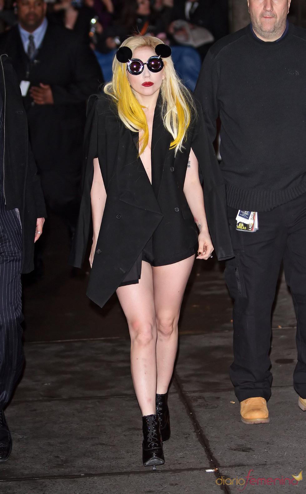 Lady Gaga, gafas Mickey Mouse