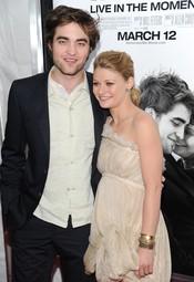 Robert Pattinson y Emile de Ravin, de estreno