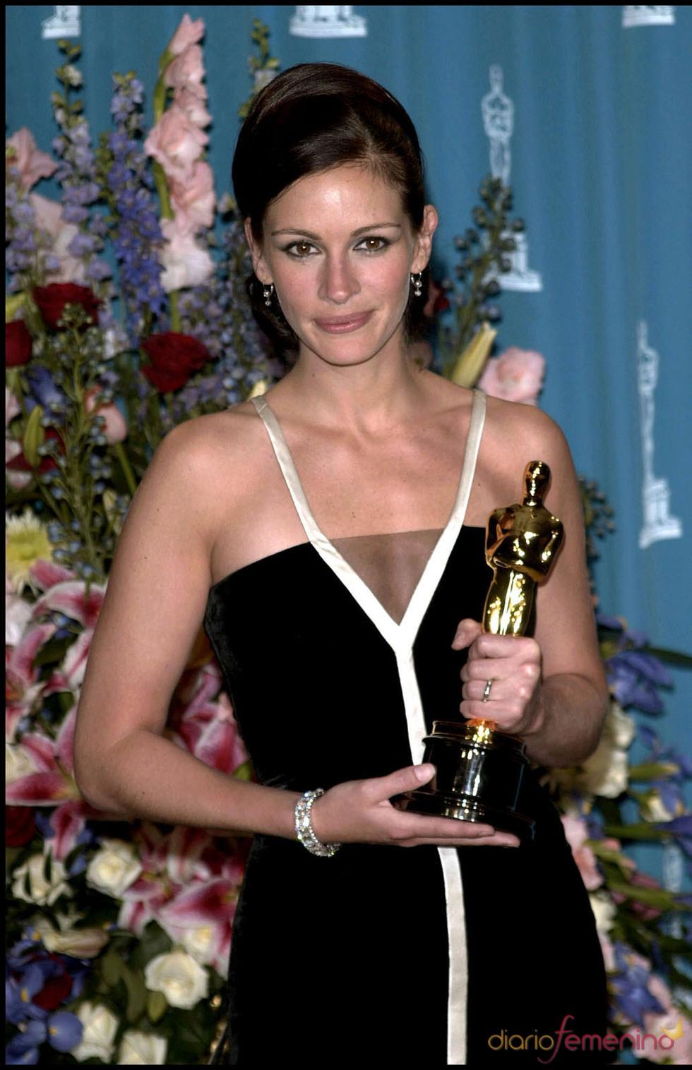 Julia Roberts, de Valentino en los Oscar 2001