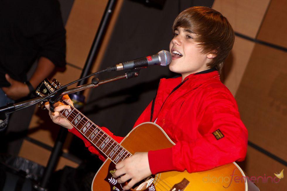 Justin Bieber con su guitarra