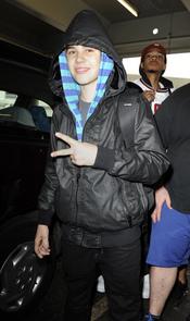 Justin Bieber con capucha