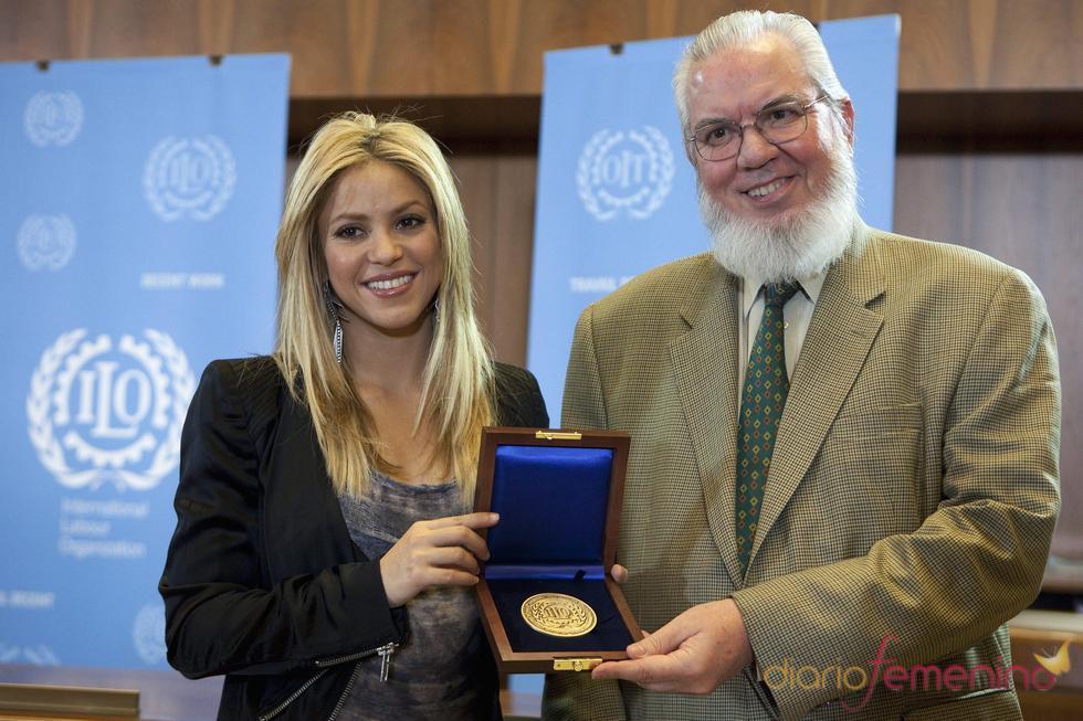 Shakira recibe la medalla de la ONU por su labor social