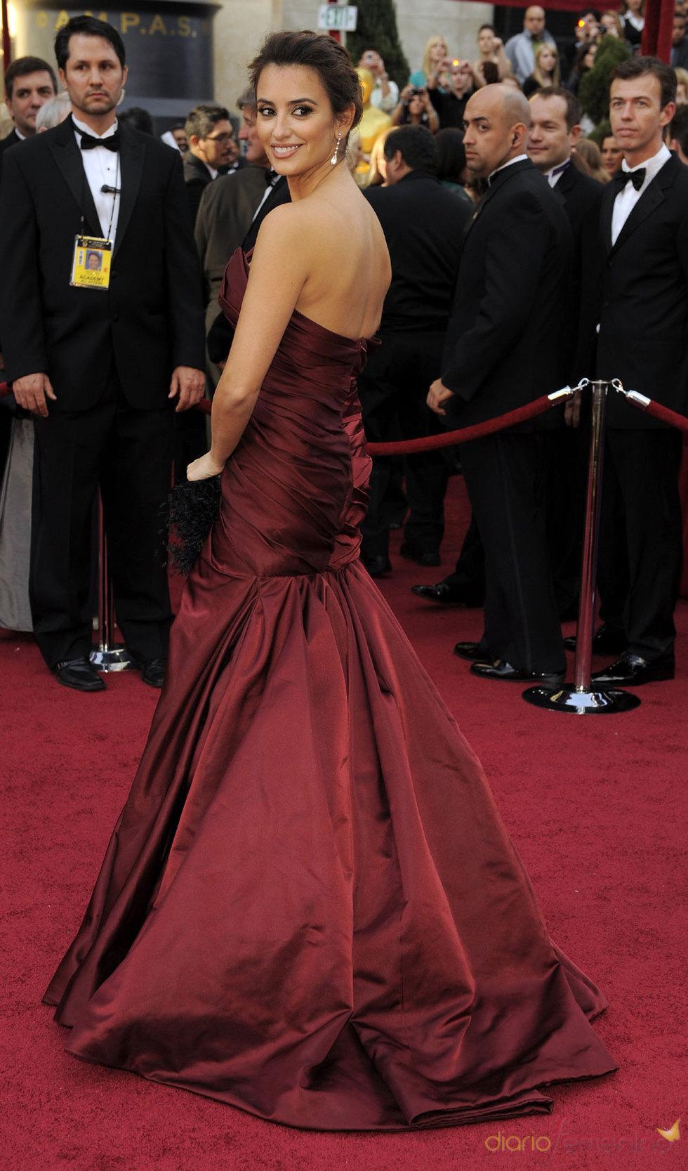 Penélope Cruz linda en la alfombra roja de los Oscars 2010