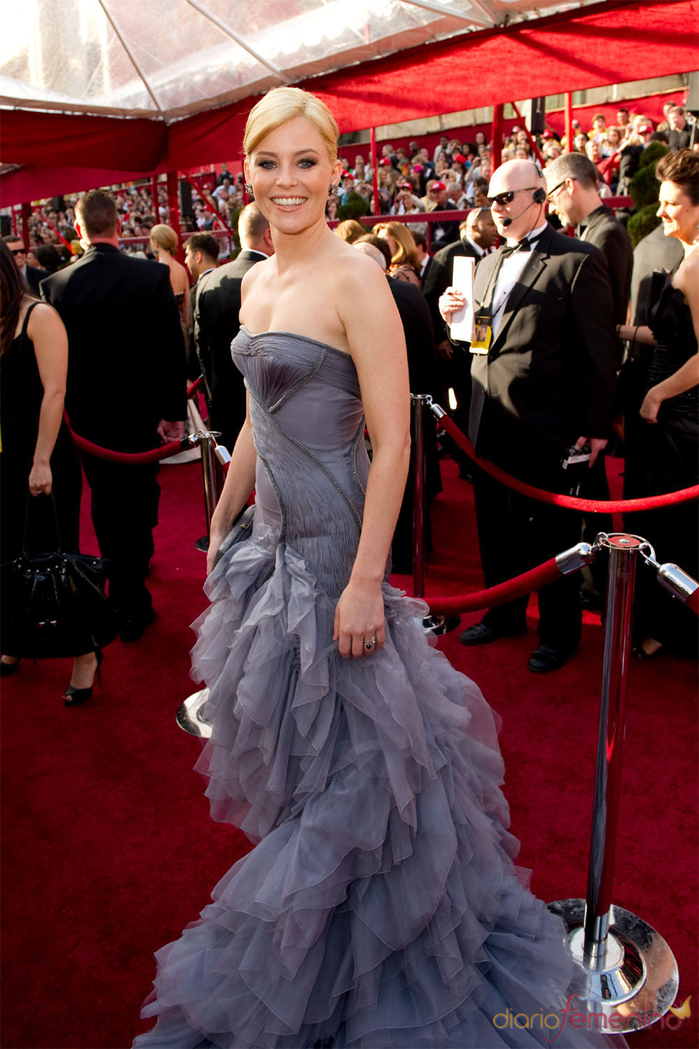 La actriz Elizabeth Banks llega al Kodak Theatre de Hollywood