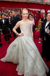 Amanda Seyfried llega a la ceremonia de los Oscars 2010