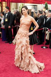 Demi Moore desfila en la Alfombra Roja de los Oscars 2010