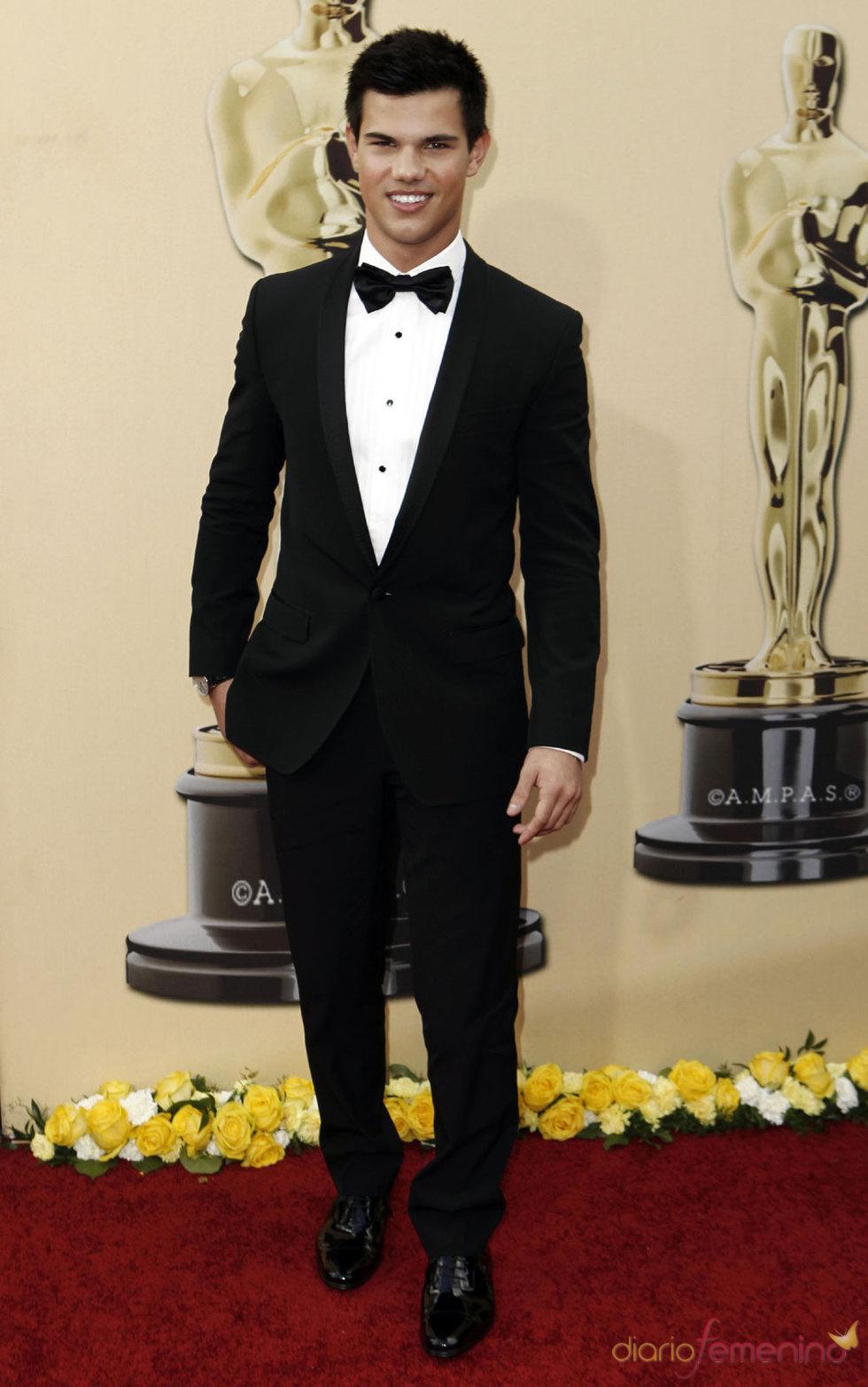 Foto de Taylor Lautner de Crepúsculo en los Oscars 2010