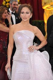 Jennifer Lopez posa antes de la gala de los Oscars 2010