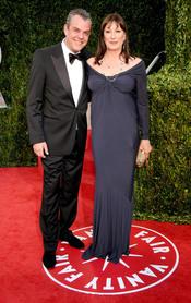 Danny y Angelica Huston en la fiesta Vanity Fair Oscar 2010