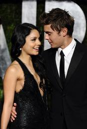 Vanessa Hudgens y Zac Efron en la fiesta Vanity Fair Oscar 2010