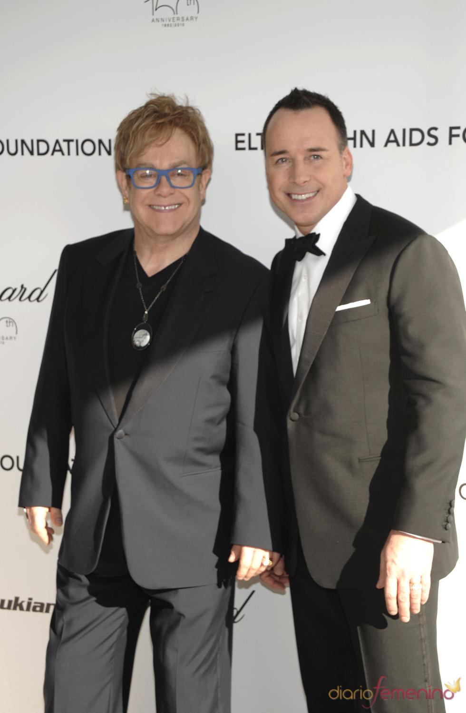 Elton John y David Furnish en la fiesta Elton John Oscar 2010
