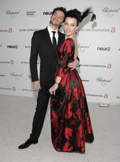 Debi Mazar y Gabriele Corcos en la fiesta Elton John Oscar 2010