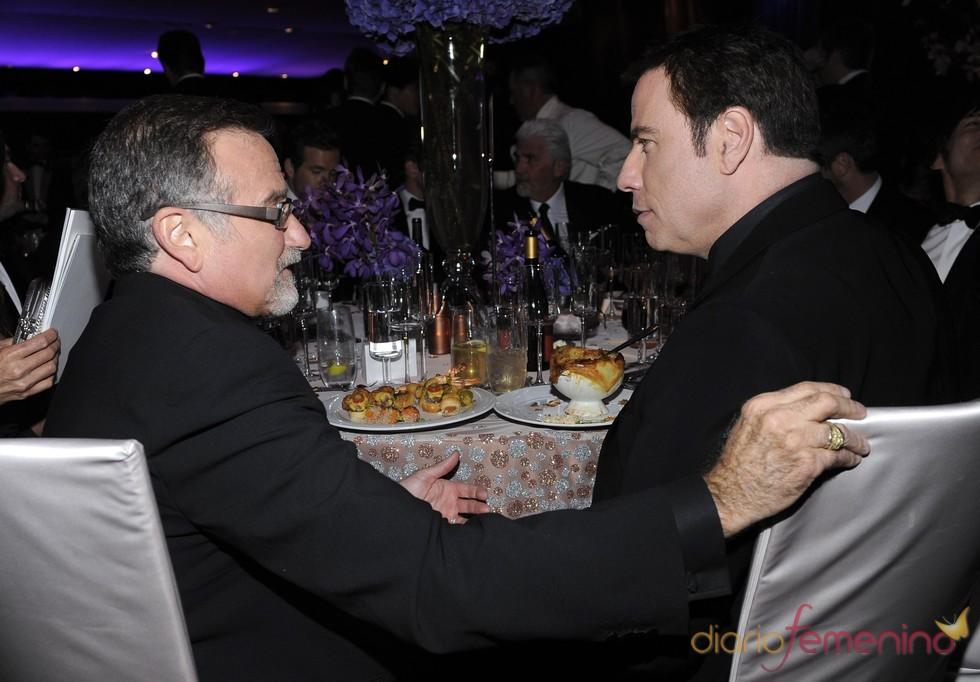 Robin Williams y Travolta en el baile Governors Ball, tras los Oscar 2010