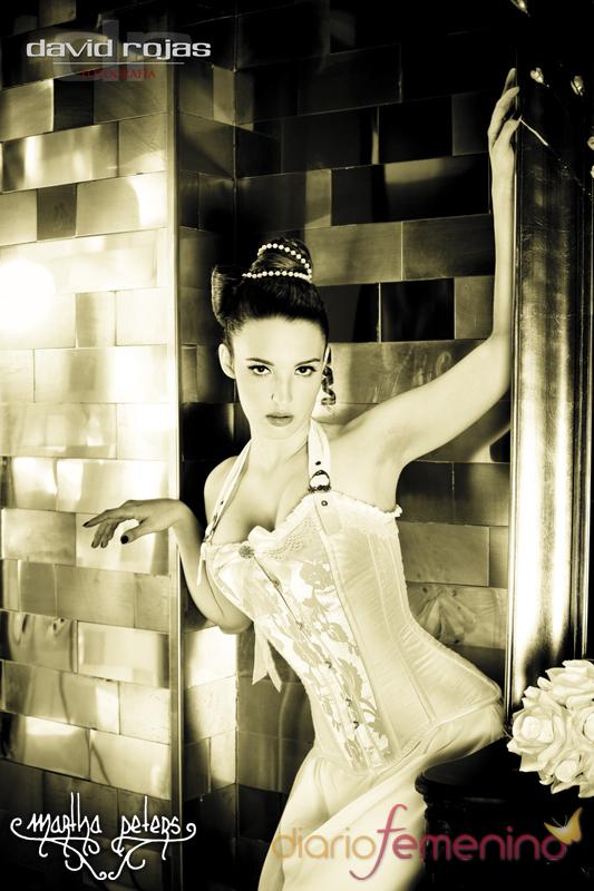 Corsé marfil en vestido, de Martha Peters
