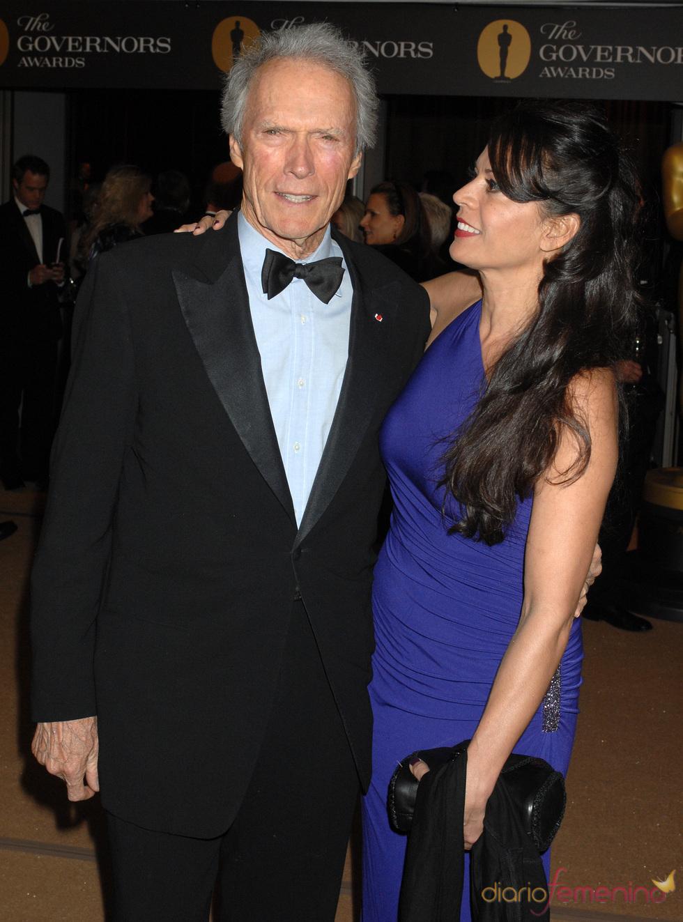 Clint Eastwood y su mujer Dina Louise en los Governors Awards-2010