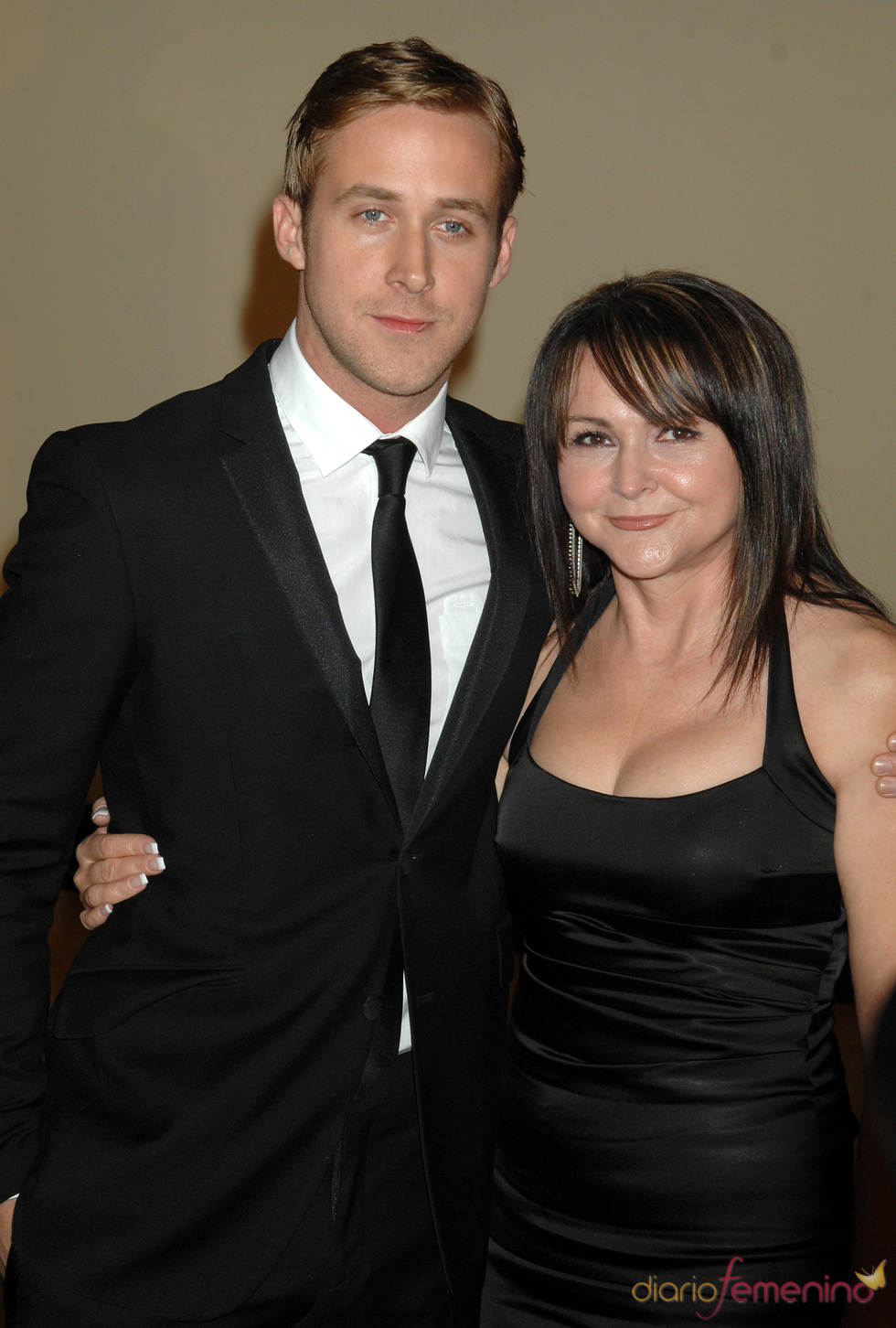 Ryan Gosling y su madre Donna Gosling en los Governors Awards 2010