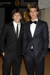 Jesse Eisenberg y Andrew Garfield en los Governors Awards 2010