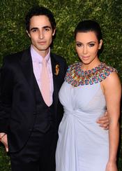 Kim Kardashian y Zac Posen posan juntos