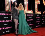 Cher y Christina Aguilera en la premiere de 'Burlesque'