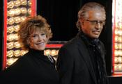 Jane Fonda y Richard Perry en la premiere de 'Burlesque'