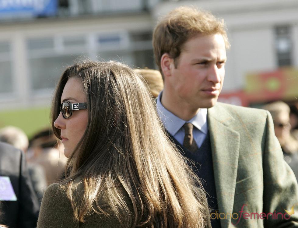 El principe Guillermo y Kate Middleton en el Festival Cheltenham