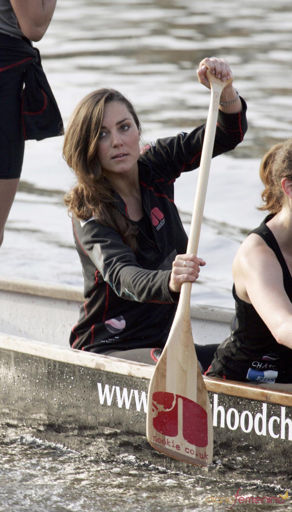 Kate Middleton entrenandose en el río Thames