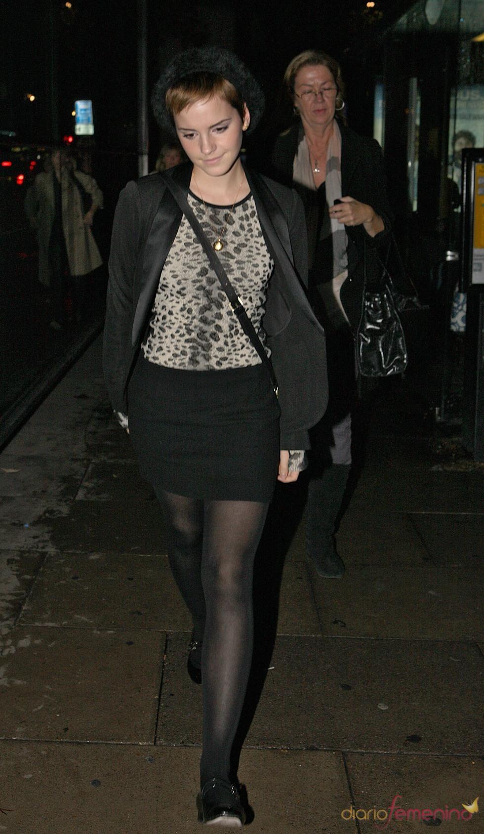 Emma Watson con un look muy casual por Londres
