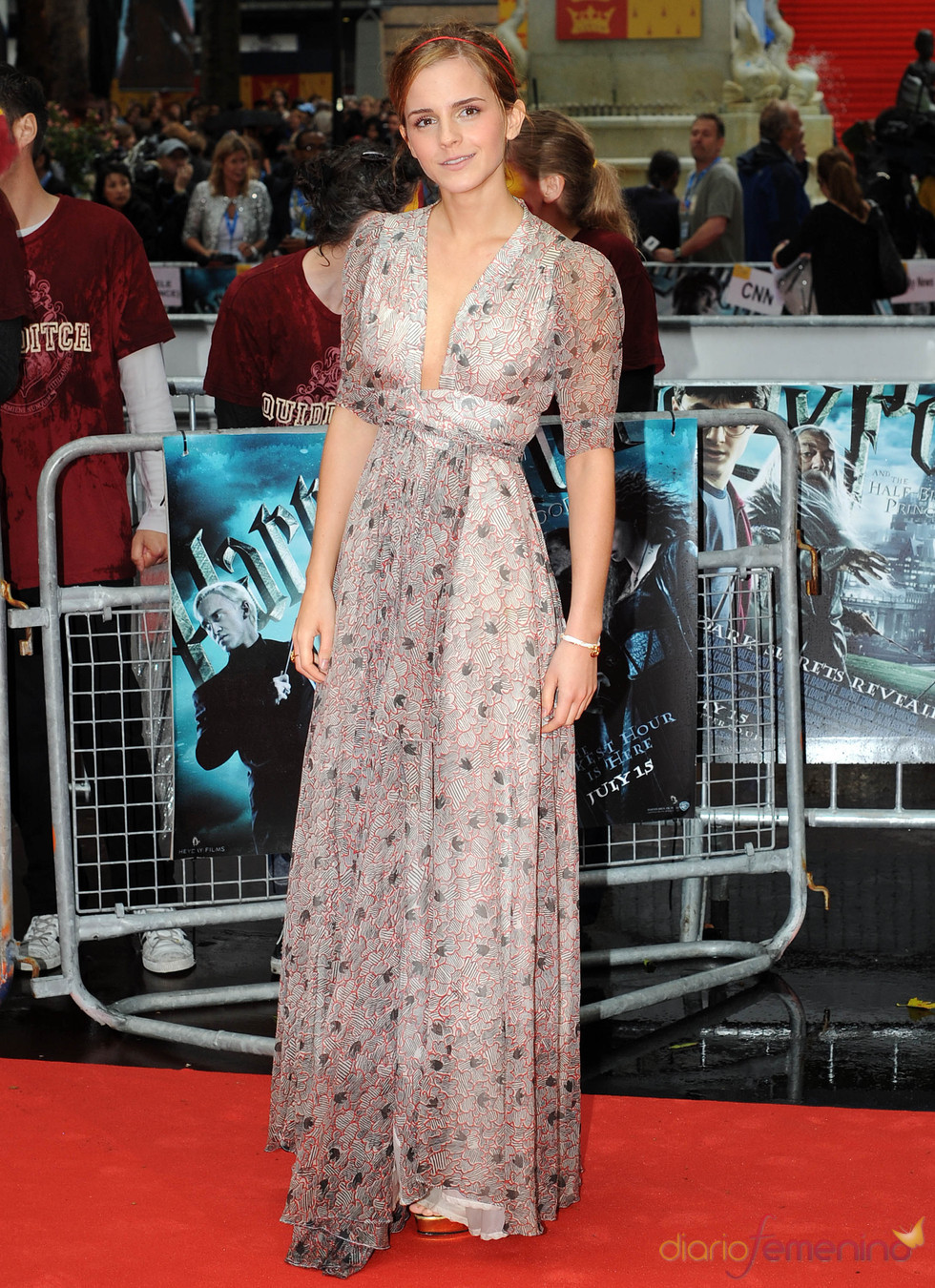 Emma Watson con vestido largo y escote