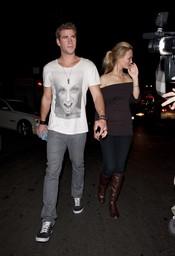 Liam Hemsworth encuentra sustituta para Miley Cyrus