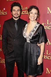 José Manuel Seda e Isabel Serrano van a ver 'Los Miserables'