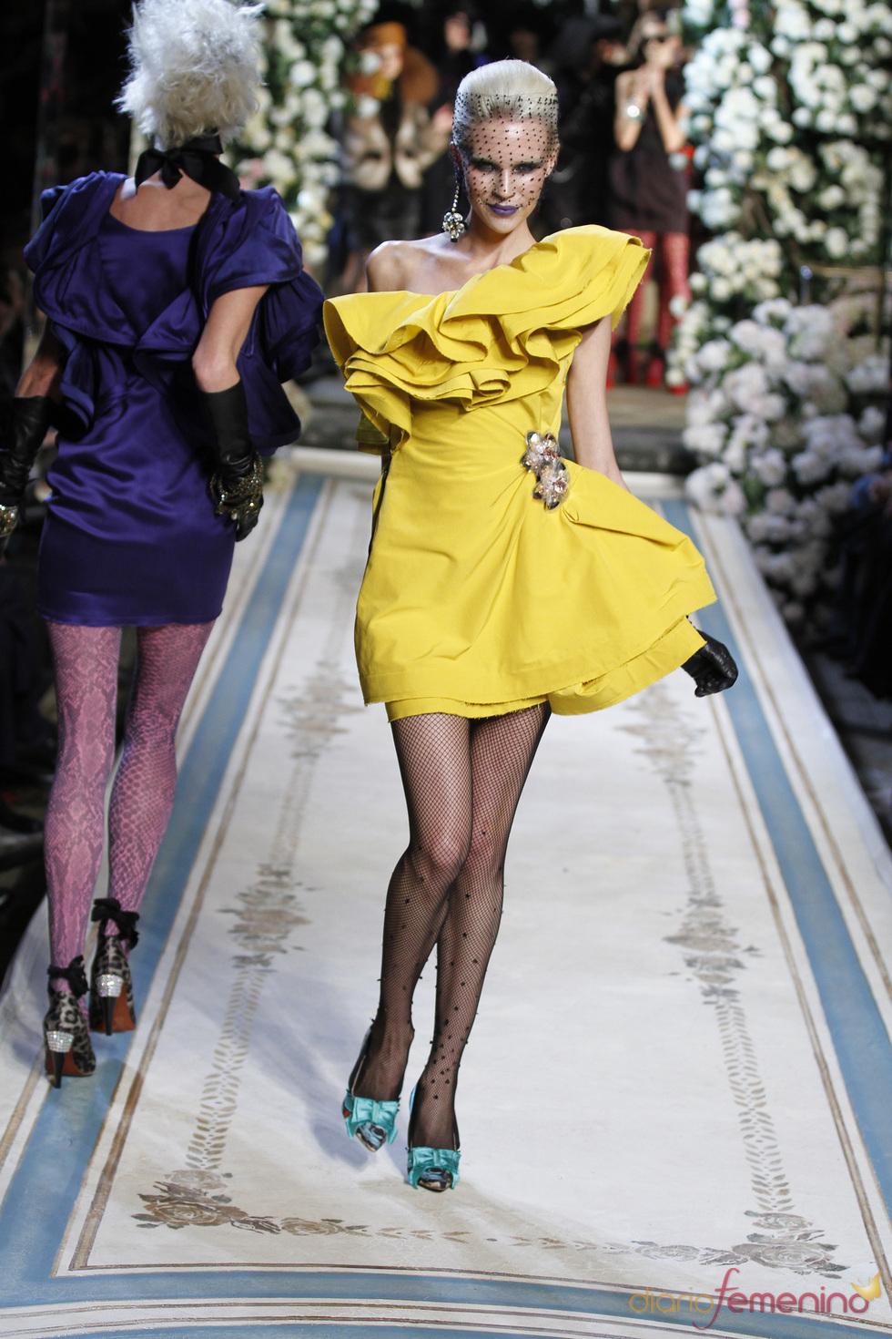 Vestido amarillo con volantes en la parte superior de Lavin para H&M