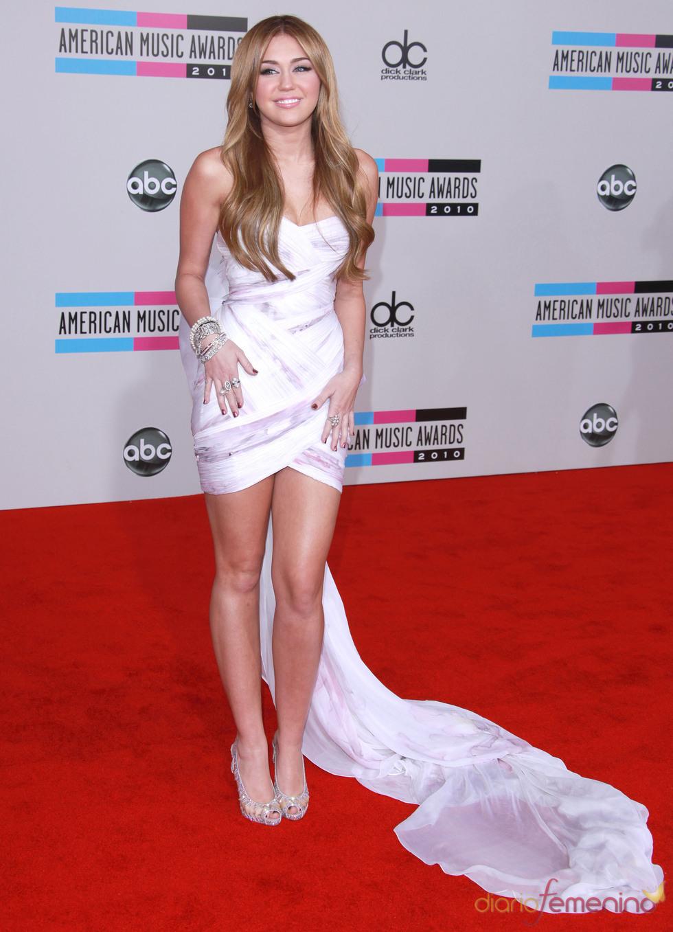 Miley Cyrus en los American Music Awards 2010