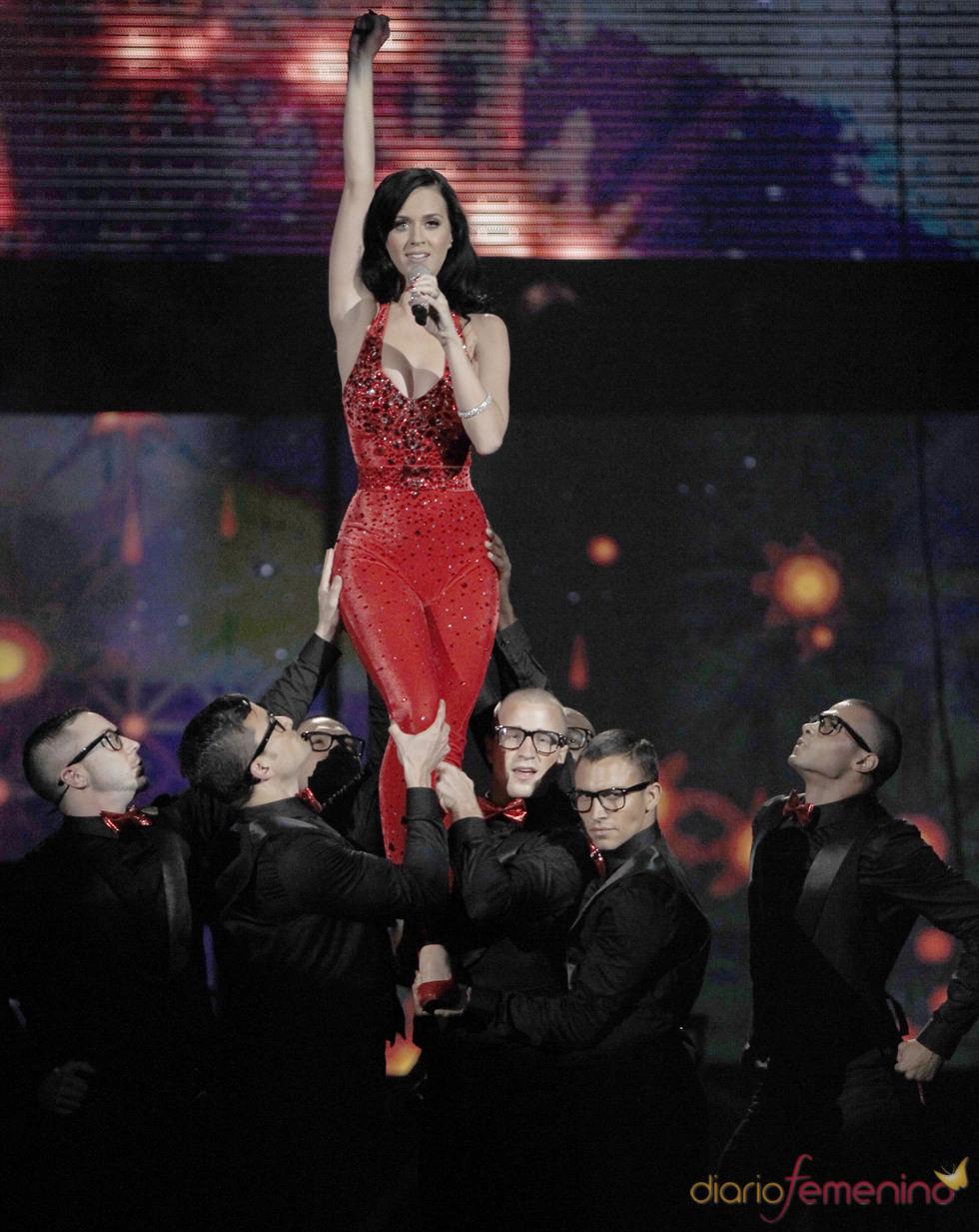 Katy Perry actúa en los American Music Awards 2010
