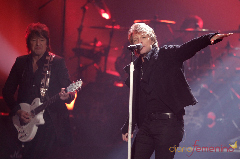 Bon Jovi actuando en los premios AMA 2010