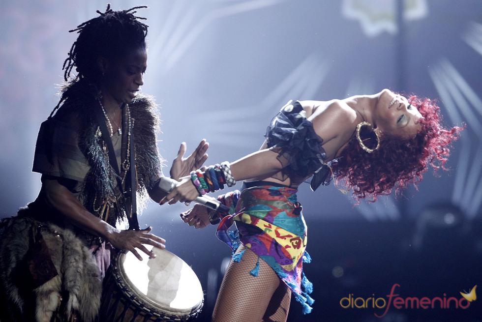 Rihanna durante el concierto en los American Music Awards 2010