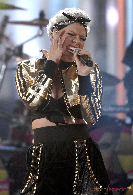Pink asistió a los premios AMA 2010 celebrados en Los Ángeles