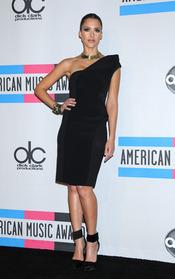 Jessica Alba espectacular en los American Music Awards 2010