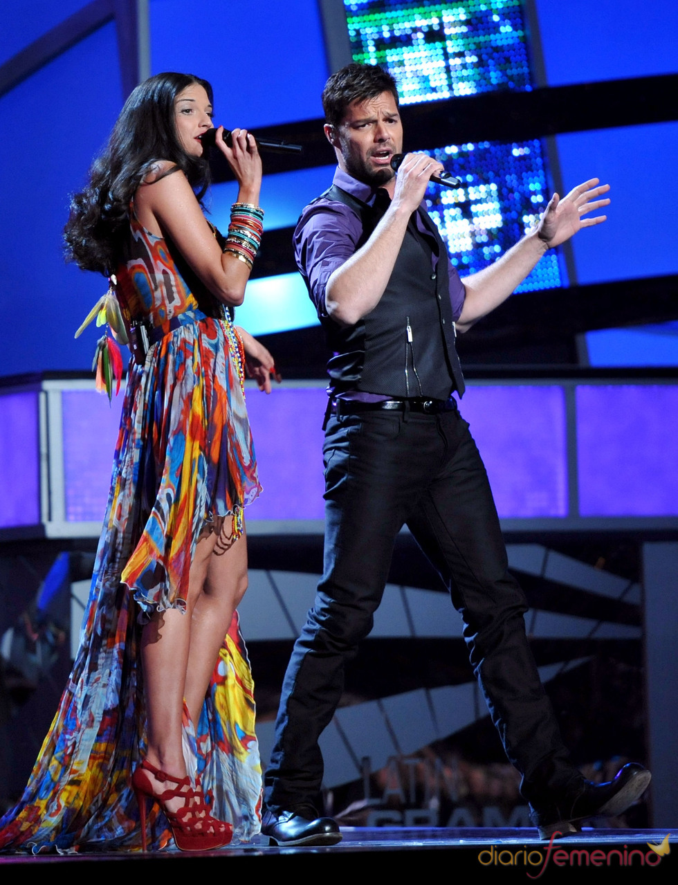 Ricky Martin y Natalia Jiminez en lo Grammy Latinos 2010