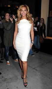 Beyonce delumbra en la presentación de joyas de Lorraine Schwartz's '2BHAPPY'