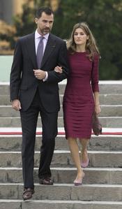 Letizia repite modelo en los actos de Perú
