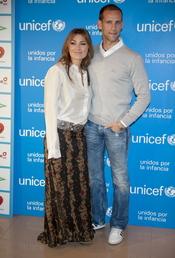 Amaia Montero y Gonzalo Miró en un acto de Unicef