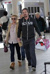 Britney Spears y su marido en el aeopuerto de Los Ángeles