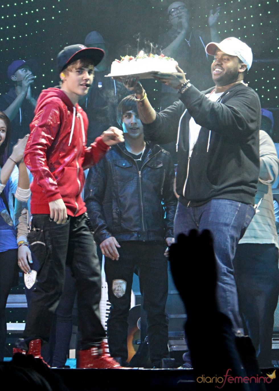 Justin Bieber recibe una tarta en pleno concierto