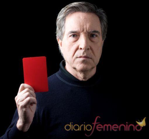 Iñaki Gabilondo, saca tarjeta roja