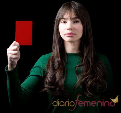 Beatriz Montañez saca tarjeta roja