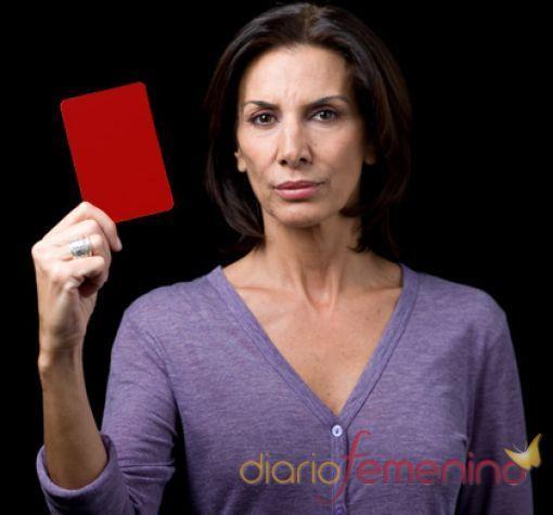 Pastora Vega saca tarjeta roja